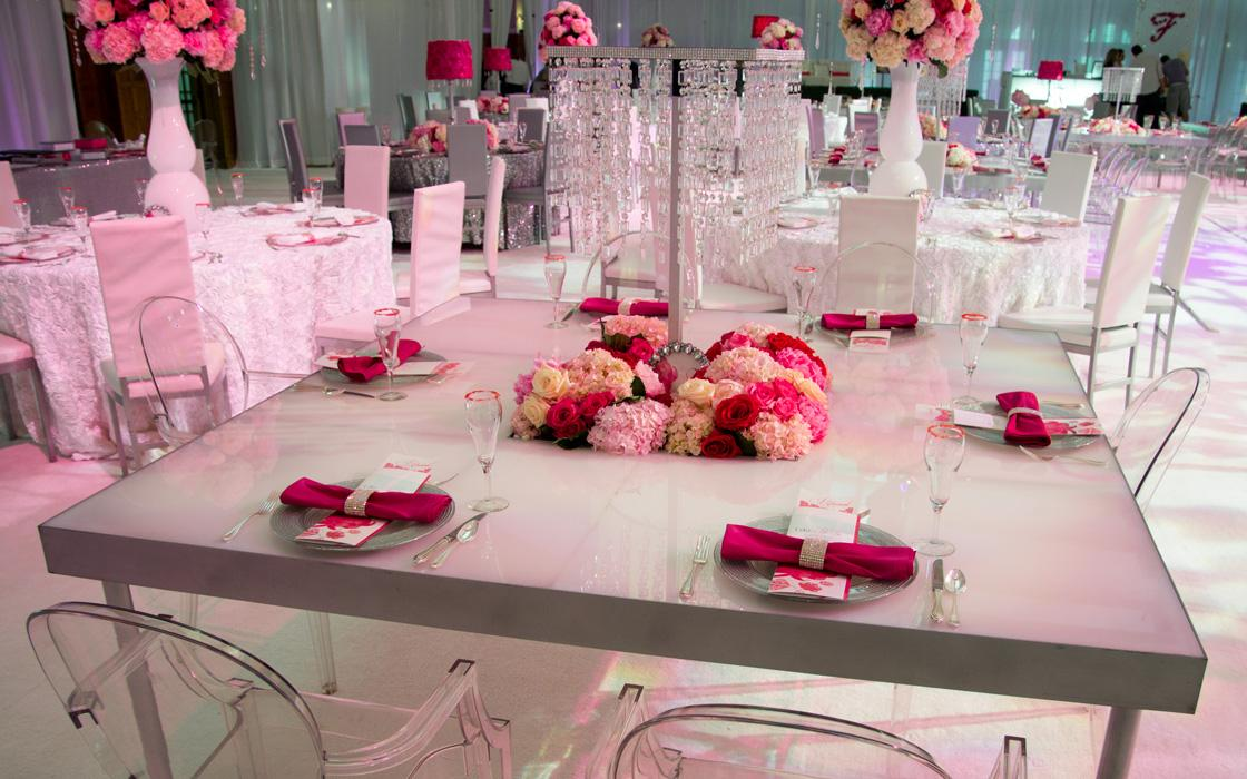 table setting at wedding in the IMU main lounge